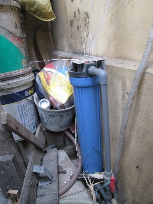 Máy lọc nước thường xuyên được mua về dùng, hỏng thì... vứt xó rồi lại phải mua cái khác.