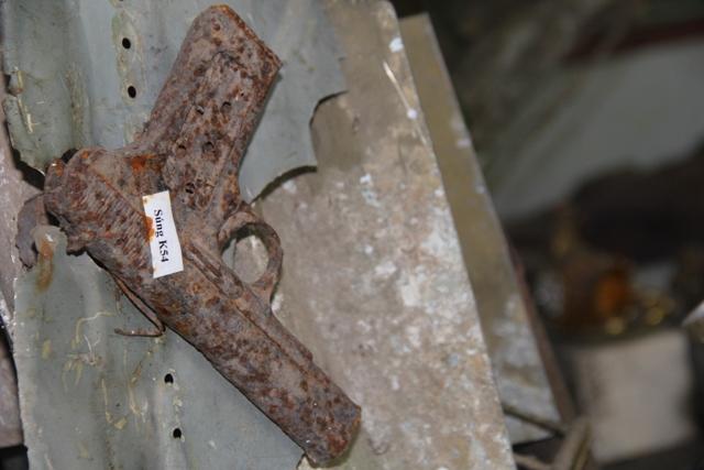 Một khẩu súng K54 đã rỉ sét.