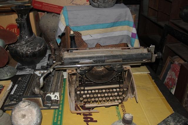 Máy đánh chữ đơn sơ ngày xưa.