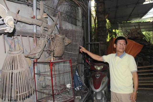 Một góc trưng bày các công cụ sản xuất nông nghiệp của người Việt thời xưa. Người cha 3 con này chia sẻ, tâm nguyện lớn nhất của mình là con cháu của mình sẽ mãi không quên đi cội nguồn dân tộc.