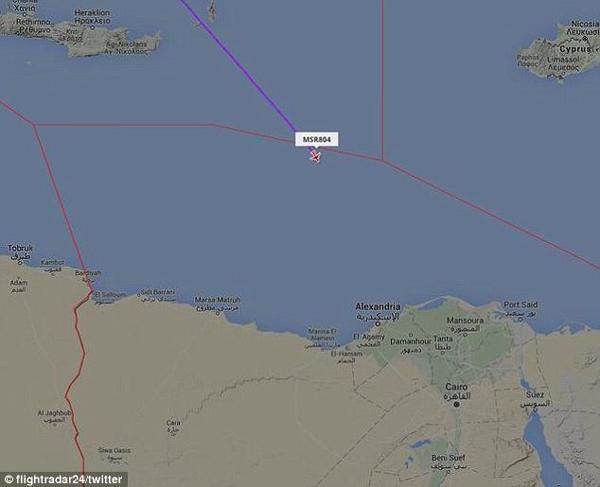 Một bản đồ định vị gần hơn cho thấy nơi các chuyến bay bị mất liên lạc với các radar. Các bờ biển Ai Cập ở phía dưới và Ai Cập ở phía góc dưới bên phải.