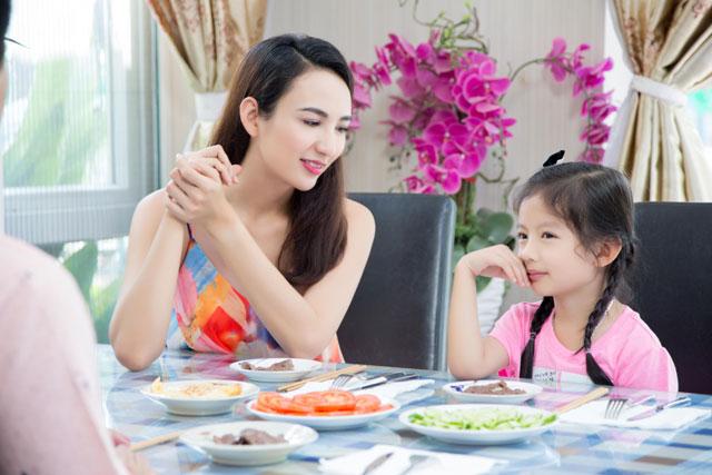 Ngọc Diễm từng chia sẻ, con gái còn bé nhưng thừa hưởng tố chất của ba nên bé rất thông minh và hiểu chuyện.