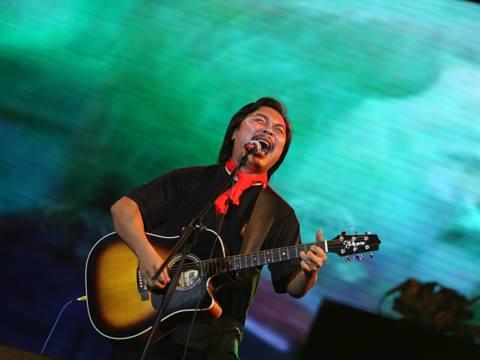 Nguyễn Hoàng cũng như các thành viên khác, đau đớn khôn nguôi trước sự ra đi của người anh cả trong ban nhạc.