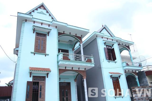 Gia đình Lệ Rơi buộc phải bán 1 trong 2 căn nhà xây liền nhau để trang trải nợ nần.