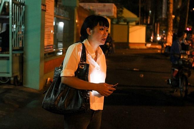 Phương Thanh vào bệnh viện thăm Minh Thuận. Ảnh: Nguyễn Bá Ngọc