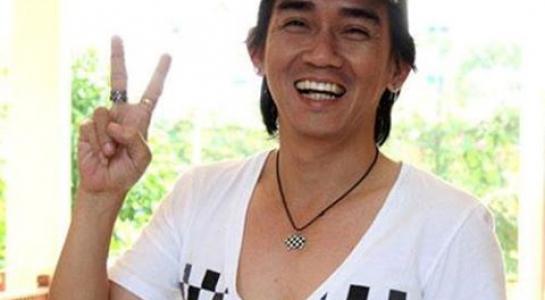 Cách đây 15 năm, Minh Thuận gặp một cú sốc về bệnh tật khiến anh bị điếc. Sự hạn chế về khả năng nghe khiến con đường ca hát của anh bị gián đoạn. Anh cắt đi mái tóc dài, làm các công việc phía sau như giám đốc casting, nhà sản xuất, diễn viên....