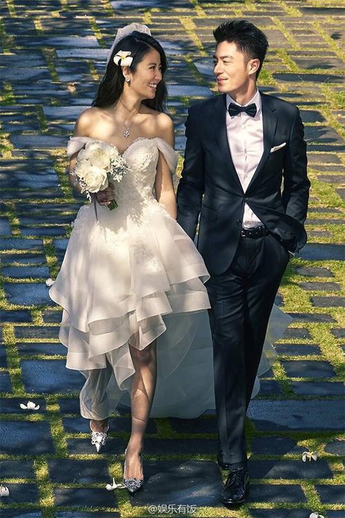 Lâm Tâm Như và Hoắc Kiến Hoa tổ chức đám cưới vào 31/7 vừa rồi tại Bali, dù trước đó cặp đôi dự định cuối năm mới kết hôn. Theo một nguồn tin, thời điểm đó Lâm Tâm Như biết mình có thai nên cặp đôi quyết định sớm làm đám cưới. Hiện tại, cô đào Đài Loan được cho là đã mang thai hơn 4 tháng.