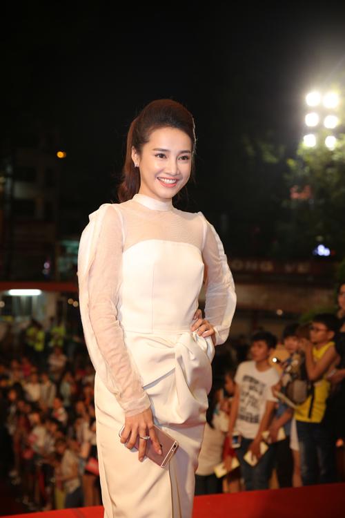 Năm nay, người đẹp 9X tiếp tục có tên ở hạng mục đề cử Diễn viên truyền hình ấn tượng. Cô từng chiến thắng ở hạng mục này vào năm ngoái với vai diễn trong phim Tuổi thanh xuân.