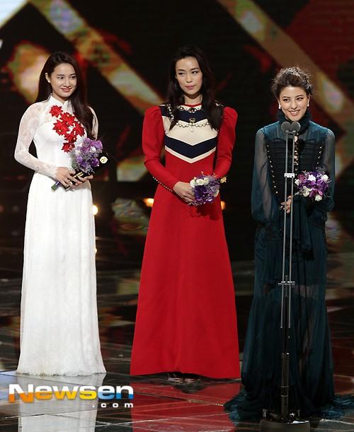 Ở hạng mục Ngôi sao châu Á dành cho nữ, Rebbea Lin đến từ Singapore, Fuji Mina của Nhật Bản và Nhã Phương đến từ Việt Nam dành danh hiệu cao nhất.