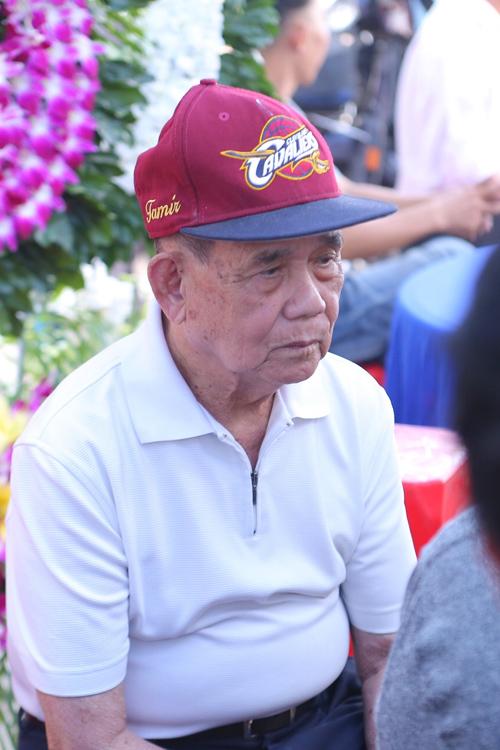 Bố Minh Thuận bình tĩnh lo hậu sự cho con trai.