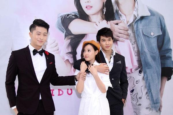 Bộ phim 4 năm, 2 chàng, 1 tình yêu do Mi Du, Harry Lu đóng vai chính. Minh Thuận tham gia với vai trò khách mời đặc biệt.