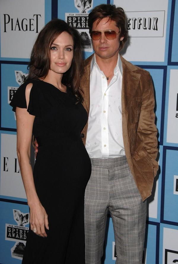 Tháng 2/2008, Angelina Jolie xuất hiện ở lễ trao giải Independent Spirit Awards và xác nhận cô đang mang thai lần thứ hai với Brad.