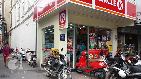 Nhân viên bán hàng ở cửa hàng mở cửa 24/24h chứng kiến sự việc kể lại với PV