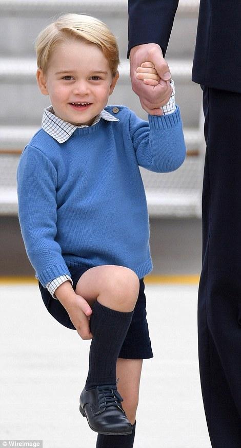 Những khoảnh khắc đáng yêu của Hoàng tử bé trong những lần xuất hiện trước công chúng.