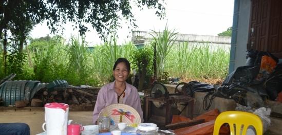 Bà Bùi Thị Quy kể lại chuyện chồng mình được lương Sơn chữa bệnh.