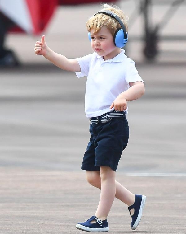Gu thời trang đơn giản nhưng vẫn rất tinh tế, đậm chất hàng gia của George.