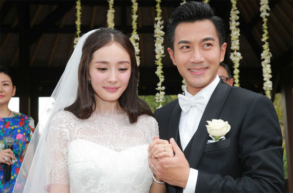Dương Mịch và Lưu Khải Uy cũng là một trong những cặp cưới chạy bầu, bởi khi cưới cô dâu có thai hơn 3 tháng. Con gái của đôi uyên ương giờ do ông bà nội chăm sóc, trong khi cặp đôi đều bận rộn với công việc ở Đại lục.