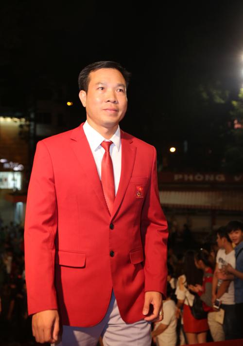 Xạ thủ Hoàng Xuân Vinh cũng đến tham dự lễ trao giải của VTV.