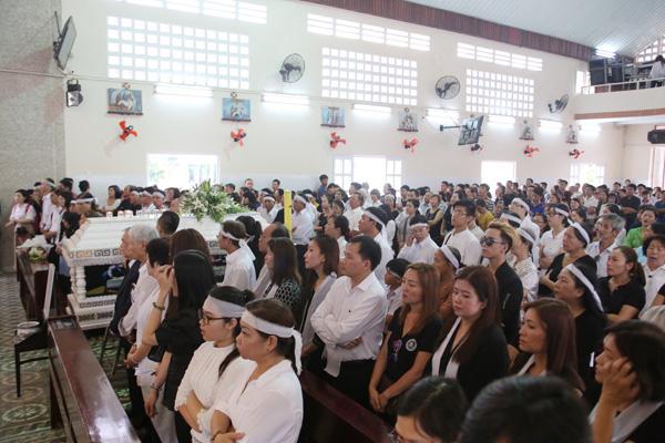Buổi Thánh lễ diễn ra trong không khí trang nghiêm.