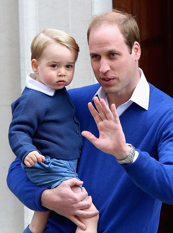 Chiếc áo cardigan Sous Marine trị giá 40£ (khoảng 1.3 triệu VNĐ) của hãng Amaia Kids mà hoàng tử bé diện đã được bán sạch chỉ trong vòng 1 đêm.