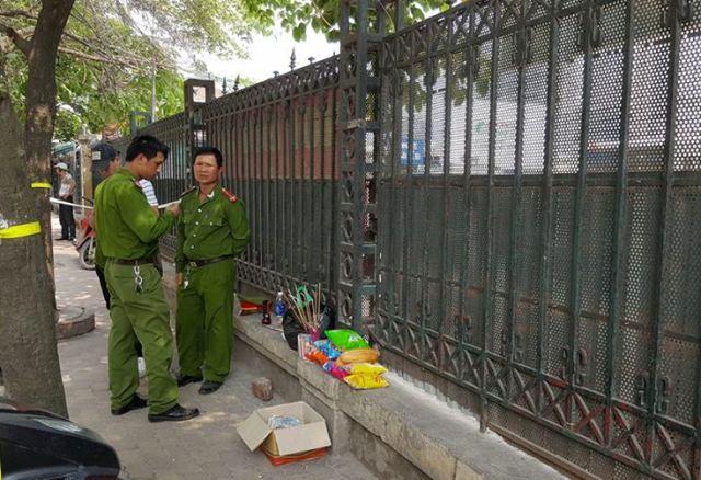 Lực lượng công an làm công tác bảo vệ hiện trường. Ảnh Nhật Tân