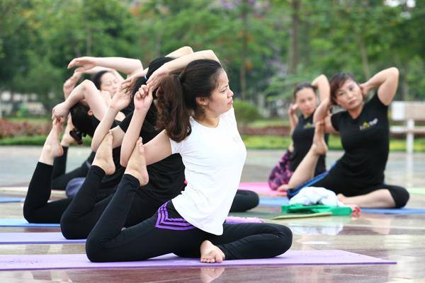 Nhiều động tác đòi hỏi người thực hành phải kiên trì tập luyện trong thời gian dài.