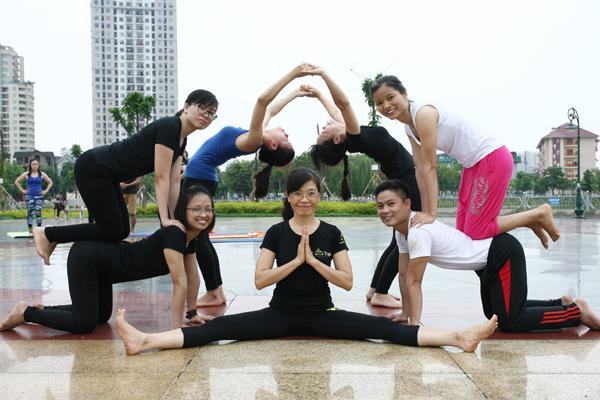 Tập luyện Yoga giúp cơ thể mềm dẻo, linh hoạt và phát triển cân bằng.