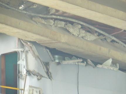 Cầu An Thái bị bung bê tông, lộ cốt thép