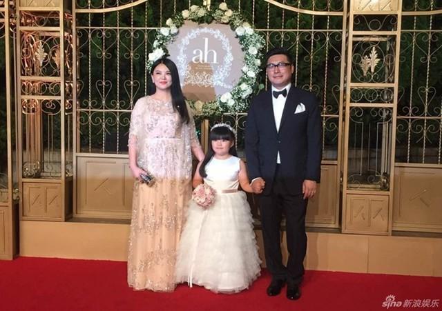 Vợ chồng Vương Nhạc Luân - Lý Tương cùng con gái Vương Thi Linh.