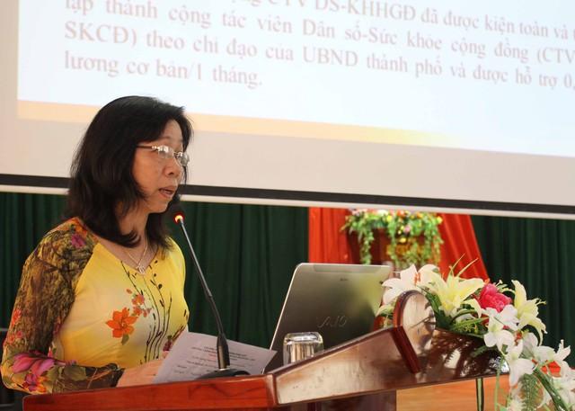 Bà Nguyễn Thị Xuân, Chi cục trưởng Chi cục DS-KHHGĐ TP Đà Nẵng phát biểu tại hội nghị. Ảnh Đức Hoàng