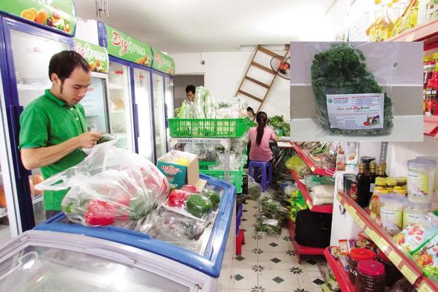 Hiện tại một số siêu thị cũng như các cửa hàng rau sạch đã ngừng nhập hoặc nhập rất ít chùm ngây. Chùm ngây đã từng rất được ưa chuộng dù mức giá không hề rẻ (ảnh nhỏ).