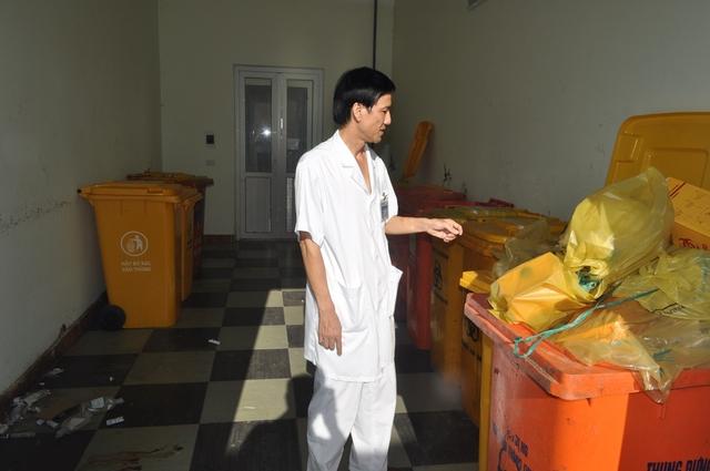 Tại Bệnh viện Hữu nghị Đa khoa tỉnh Nghệ An, công tác xử lý chất thải luôn được các cán bộ y tế kiểm tra thường xuyên. Ảnh : Hồ Hà