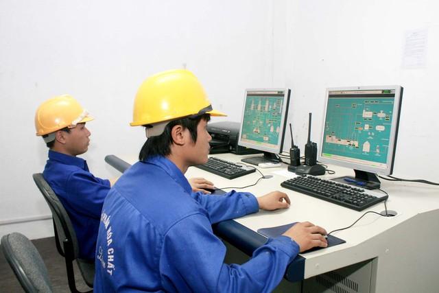 Các chuyên gia chia sẻ, Việt Nam cần chớp lấy thời cơ dân số vàng để cải thiện năng suất lao động, vì cơ hội này sẽ không quay trở lại. Ảnh: Chí Cường