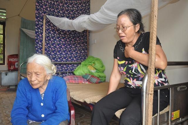 Cả bà Ngọ và chị Hương đều cảm thấy hụt hẫng khi nghe tin Giám đốc bị đình chỉ công tác