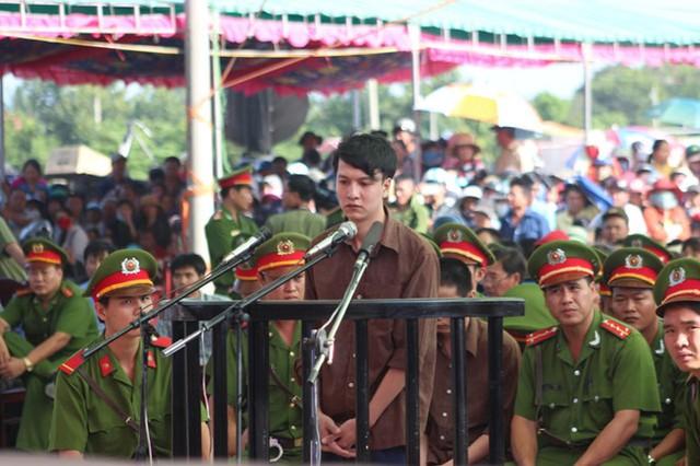 Nguyễn Hải Dương tại phiên tòa sơ thẩm, ngày 17.12.2015 - Ảnh: Đào Ngọc Thạch