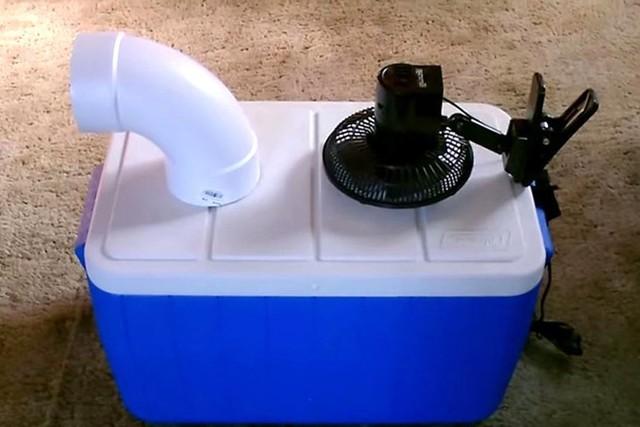Những chiếc quạt lạnh tự chế được nhiều người ưu chuộng bởi chi phí rẻ. Ảnh: NVCC.