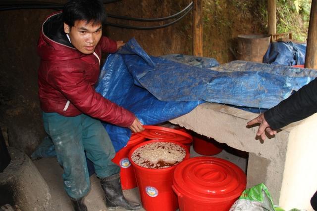 Được biết, nhà ông Bh'riu Liếc có truyền thống nấu rượu bằng men lá rừng. Hiện vợ ông Bh'riu Liếc vẫn đang nấu rượu, duy trì nghề truyền thống này...