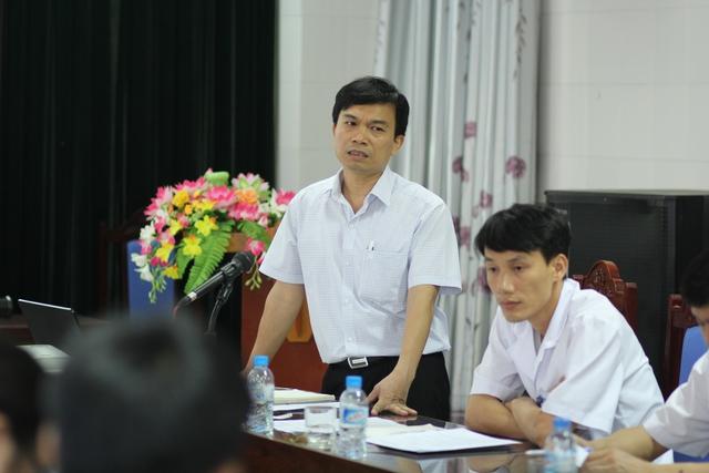 Bác sĩ Nguyễn Văn Hải, Giám đốc Trung tâm Phòng, chống HIV/AIDS Hải Dương báo cáo tình hình với đoàn công tác. Ảnh: Đình Việt