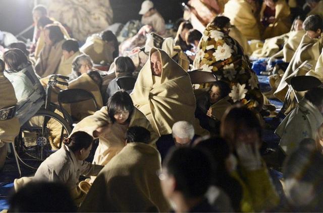 Do ảnh hưởng của trận động đất, hàng trăm nghìn người ở tỉnh Kumamoto, trên đảo Kyushu, miền nam Nhật Bản đã phải sống trong cảnh mất nước, mất điện, điều kiện sinh hoạt vô cùng khó khăn.