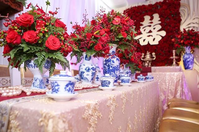 Đúng 7h, Lương Thế Thành và gia đình sẽ có mặt ở nhà Thúy Diễm để thực hiện nghi thức đón dâu.