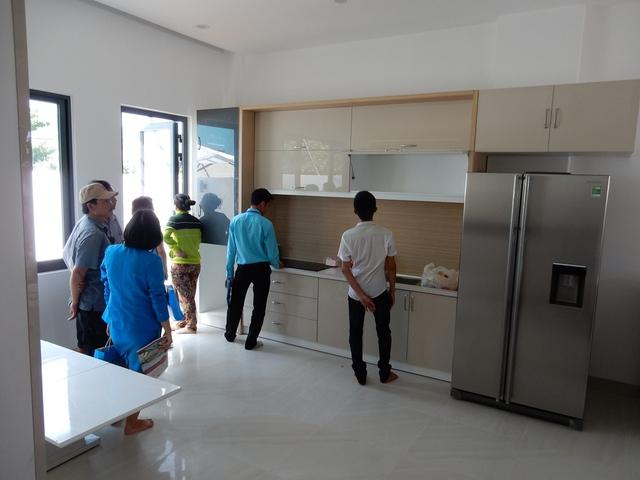 Không gian phòng bếp và khách được thiết kế mở, đa tiện dụng...Ảnh: Đức Hoàng