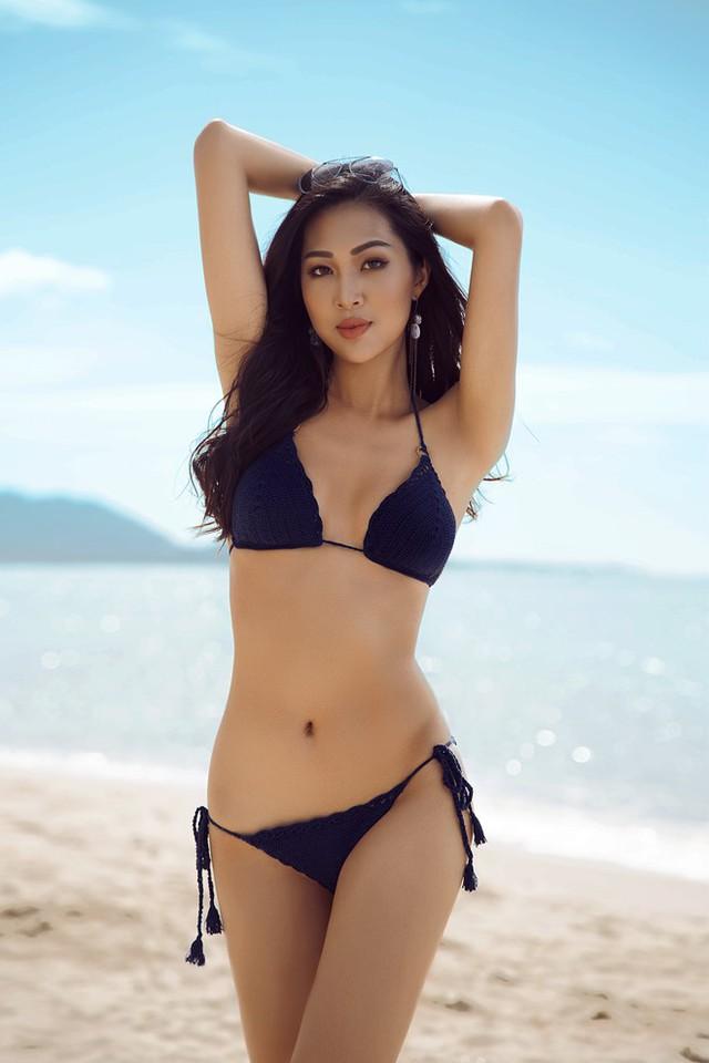 Sau khi đăng quang ngôi vị Hoa khôi Áo dài, Diệu Ngọc vấp nghi vấn quá tuổi tham gia Hoa hậu Thế giới 2016. Người đẹp cùng đại diện công ty Elite lên tiếng phủ nhận thông tin này và cho biết tuổi của thí sinh được tính theo tháng, chứ không theo năm như ở Việt Nam.