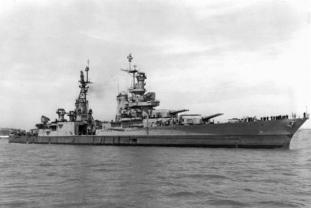 USS Indianapolis (CA-35) là tàu tuần dương hạng nặng lớp Portland của Hải quân Mỹ, bị đánh chìm ngày 30/7/1945, gần căn cứ Tinian. Nó trúng ngư lôi từ tàu ngầm Nhật I-58 khiến 1.196 thành viên thủy thủ đoàn cùng 300 người khác chìm xuống biển khơi. Thảm họa càng trở nên kinh hoàng bởi 800 người còn sống đã phải đối mặt với đói khát và mối nguy hiểm cá mập tấn công.