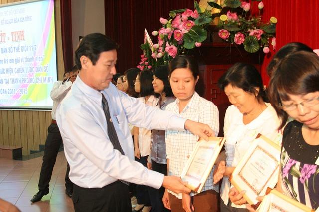 Phó Giám đốc Sở Y tế TP.HCM Nguyễn Hữu Hưng, người trực tiếp lãnh đạo, chỉ đạo Chi cục DS-KHHGĐ luôn hiện diện, đồng hành cùng mọi hoạt động Dân số.