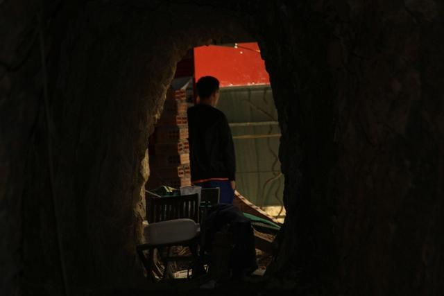 ...hầm đã nối thông phía sau vườn nhà của Bí thư huyện Bh'riu Liếc