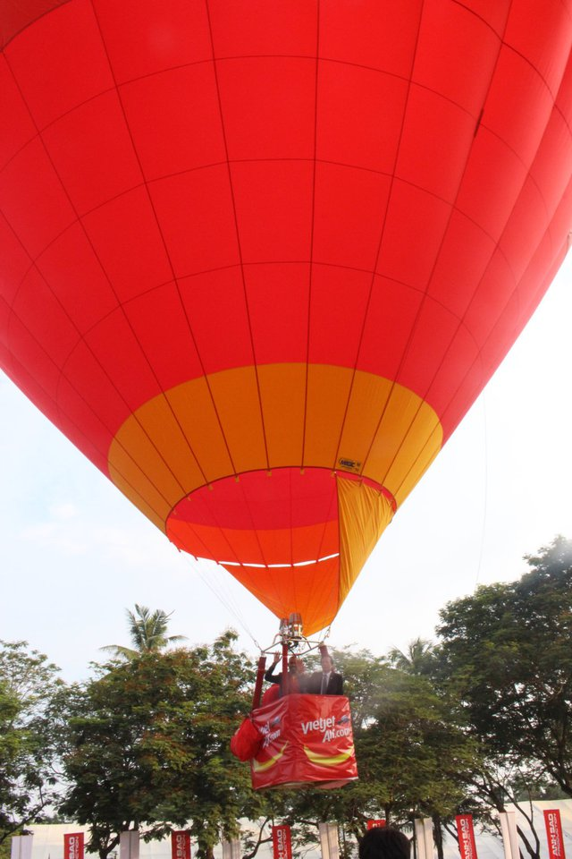 Đại diện cho nước chủ nhà Việt Nam là khinh khí cầu của Hãng Hàng không Vietjet
