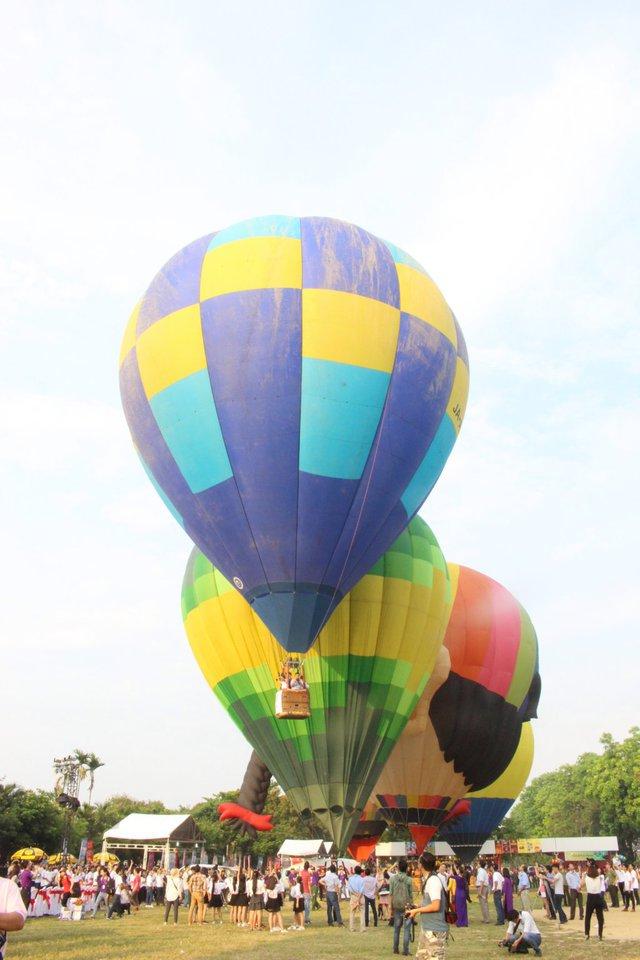 Ngày hội Khinh khí cầu quy tụ 9 khinh khí cầu của 9 quốc gia, tượng trưng cho kỳ Festival Huế lần thứ 9 – 2016