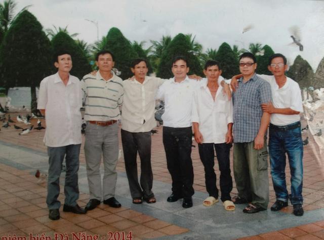 Anh Thống (thứ hai từ phải sang) trong buổi gặp gỡ cựu binh Trường Sa.