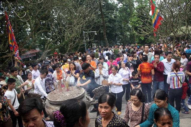 Dòng người kéo về Đền Hùng ngày 10/4 (tức ngày 4/3 Âm lịch). Ảnh: BTC cung cấp