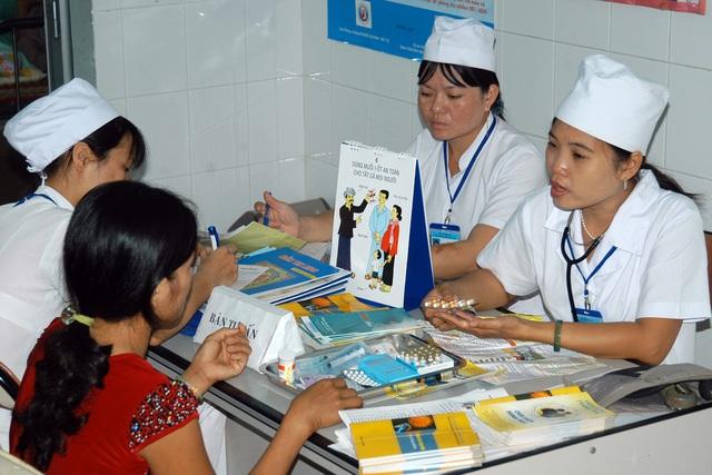Trước khi định áp dụng một biện pháp tránh thai an toàn, chị em phụ nữ nên gặp bác sỹ để được tư vấn. Ảnh: Dương Ngọc
